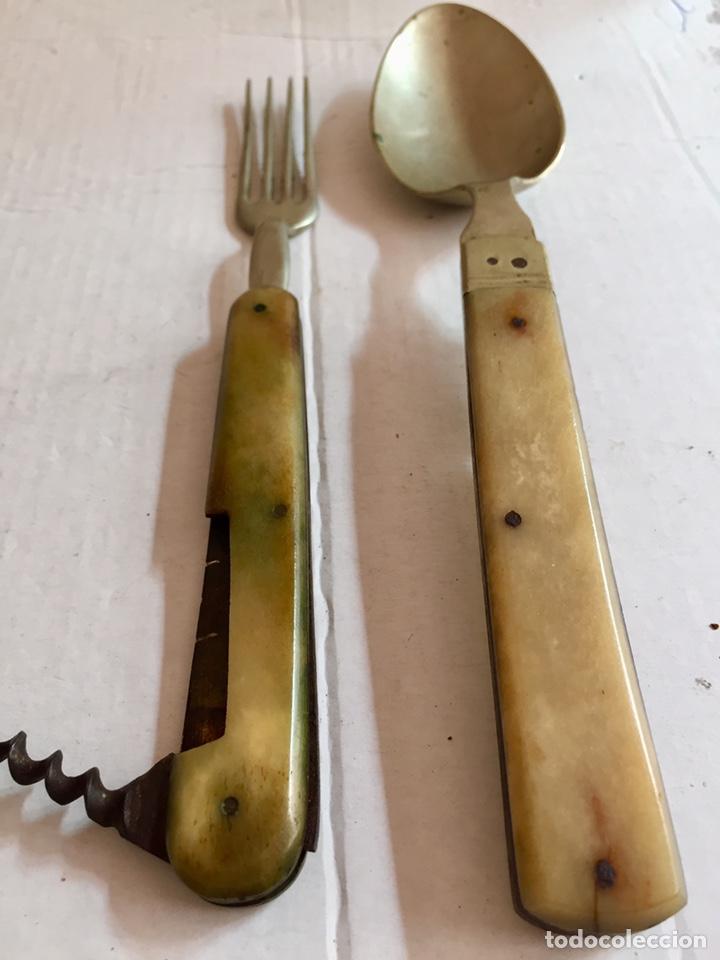 Antigüedades: Antigua cuchara ,tenedor y abridor plegables - Foto 2 - 202077661