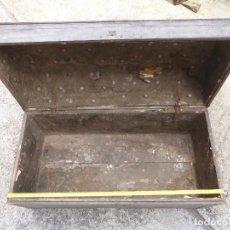Antigüedades: ANTIGUO BAUL MUY GRANDE CONSTRUIDO EN CHAPA Y MADERA. Lote 202275960