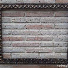 Antigüedades: 2 ) MARCO ANTIGUO EN MADERA CON ESTUCO DORADO.. Lote 202318275