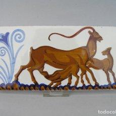 Antigüedades: AZULEJO CON UNICORNIO . PINTADO A MANO. CIRCA 1900.. Lote 202343950