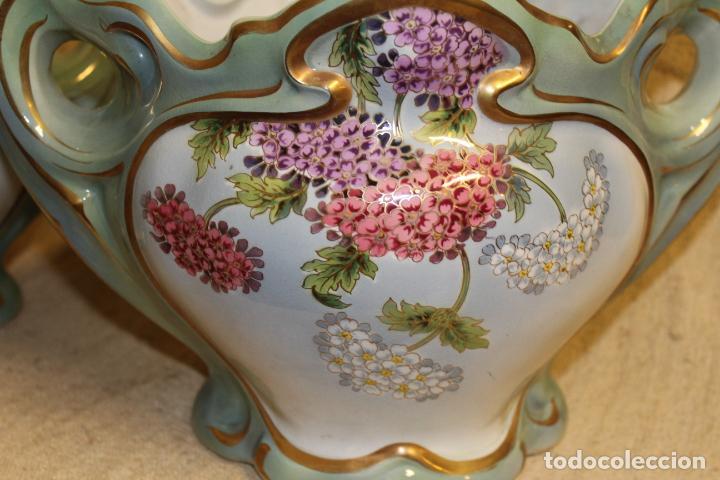 Antigüedades: Dos jarros floreros de cerámica policromada.Fdo Siamand Hamge.Art Nouveau.Pps S XX. - Foto 2 - 202358533