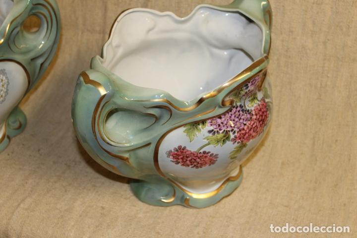 Antigüedades: Dos jarros floreros de cerámica policromada.Fdo Siamand Hamge.Art Nouveau.Pps S XX. - Foto 3 - 202358533