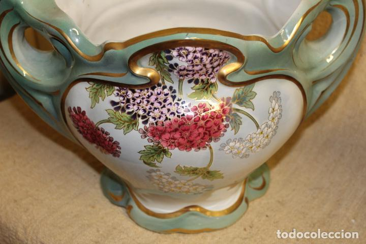 Antigüedades: Dos jarros floreros de cerámica policromada.Fdo Siamand Hamge.Art Nouveau.Pps S XX. - Foto 4 - 202358533