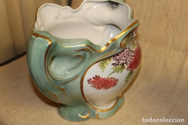 Antigüedades: Dos jarros floreros de cerámica policromada.Fdo Siamand Hamge.Art Nouveau.Pps S XX. - Foto 5 - 202358533