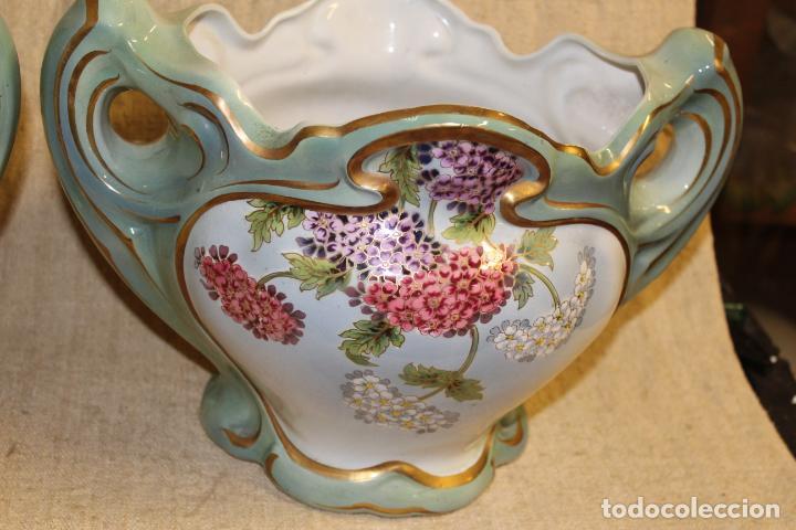 Antigüedades: Dos jarros floreros de cerámica policromada.Fdo Siamand Hamge.Art Nouveau.Pps S XX. - Foto 6 - 202358533