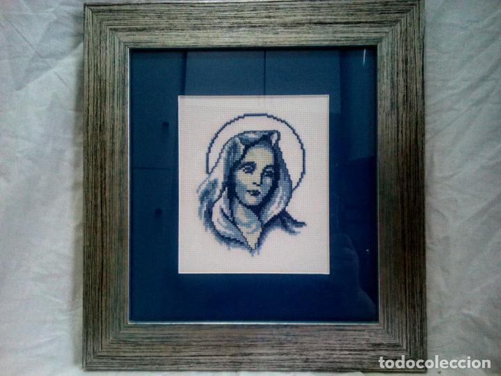Antigüedades: Portapaz religioso . Virgen efectuada en petit point .Años 60 . Enmarcacion años 80 .33 x30 cm - Foto 10 - 202363041