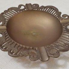 Antigüedades: CENICERO DE BRONCE CON FILO LABRADO. Lote 202414443