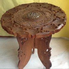 Antigüedades: TABURETE-MESITA VELADOR. DE MADERA TALLADA. MARRUECOS. ENVIO CERTIFICADO INCLUIDO.. Lote 202445078