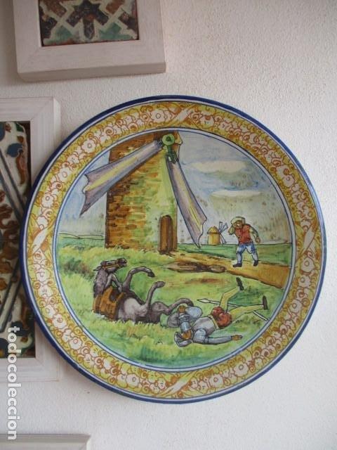 PLATO CERAMICA TRIANA ESCENA QUIJOTE (MENSAQUE) (Antigüedades - Porcelanas y Cerámicas - Triana)