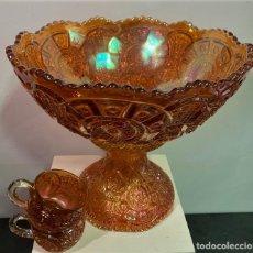 Antigüedades: CARNIVAL GLASS. PONCHERA CON TAZAS.. Lote 202492307