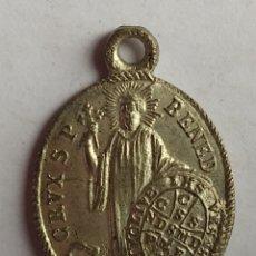 Antigüedades: MEDALLA RELIGIOSA ANTIGUA SAN BENITO NUESTRA SEÑORA DE MONTSERRAT / 18 X 26 MM. Lote 202497921
