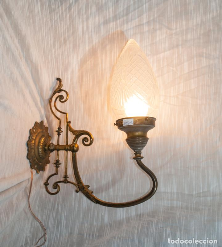 MAGNIFICO APLIQUE MODERNISTA DE BRONCE CON GLOBO DE CRISTAL TALLADO (Antigüedades - Iluminación - Apliques Antiguos)