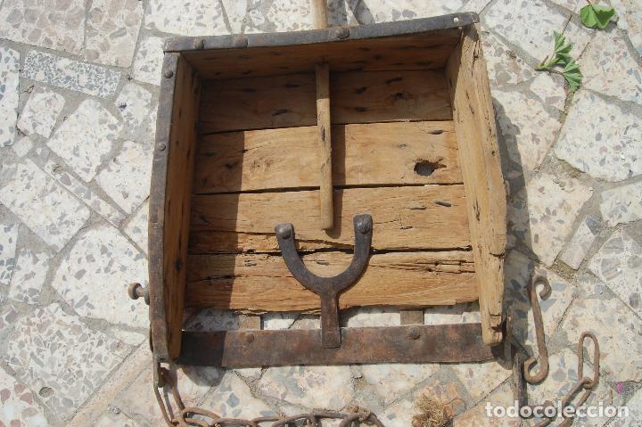 APERO DE LABRANZA. TRAÍLLA DE MADERA Y FORJA. S. XIX. (Antigüedades - Técnicas - Rústicas - Agricultura)