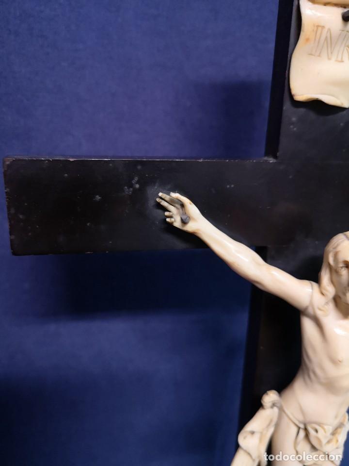 Antigüedades: CRISTO TALLADO SOBRE MADERA DE EBANO - Foto 5 - 202543303