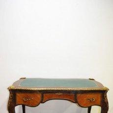 Antigüedades: ANTIGUO ESCRITORIO LUIS XV CON BRONCES. Lote 202560478