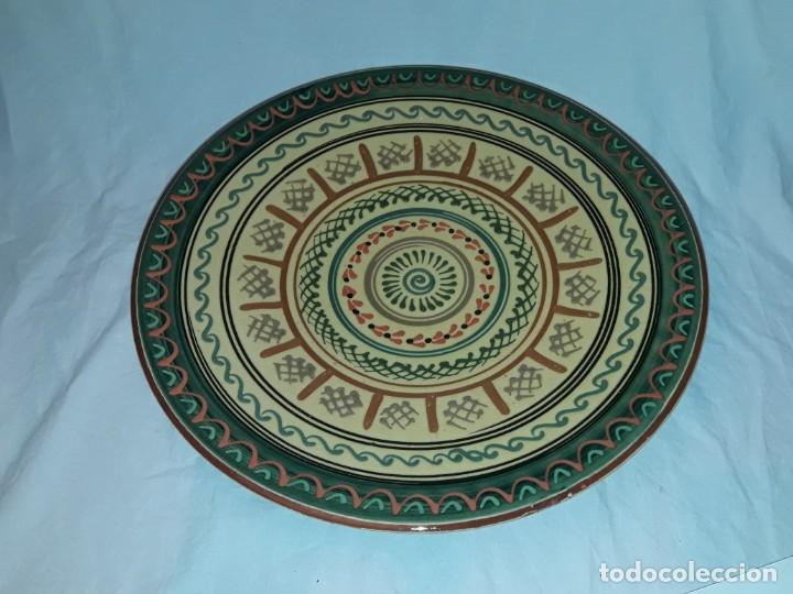 Antigüedades: Bello gran plato de cerámica vidriada hecho y pintado a mano mandala 35cm - Foto 2 - 202573923