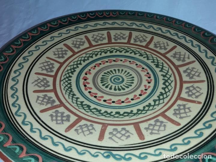 Antigüedades: Bello gran plato de cerámica vidriada hecho y pintado a mano mandala 35cm - Foto 4 - 202573923