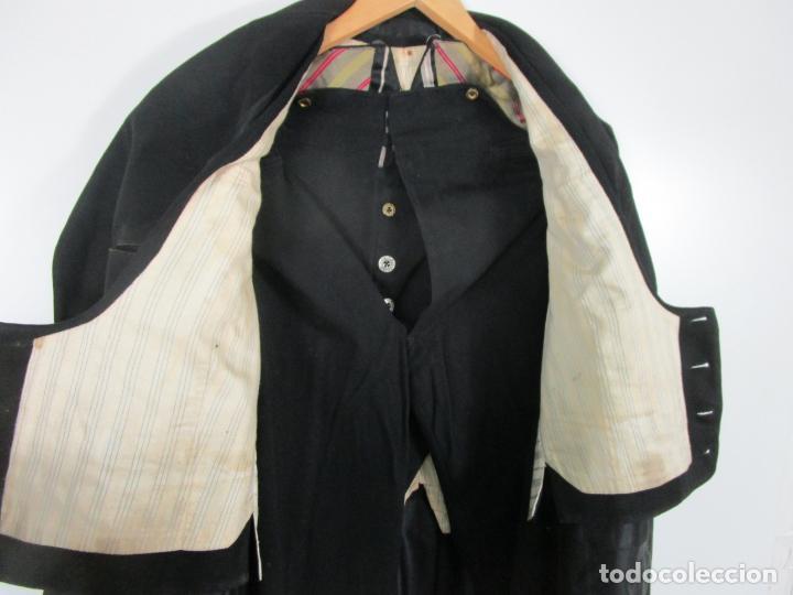 Antigüedades: Antiguo Traje - Abrigo, Chaqueta - Armilla - Pantalón - con Caja Sastre Farrés, Figueras - S. XIX-XX - Foto 8 - 202576066