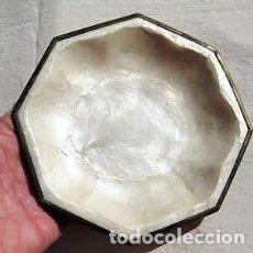 Antigüedades: PATENA EN NACAR NATURAL ENMARCADA EN METAL, CON CERTIFICADO MIDE 17 CMS DE DIÁMETRO. Lote 140061946