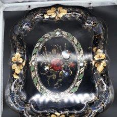 Antigüedades: BANDEJA PINTADA Y MADRE PERLA. Lote 202689283