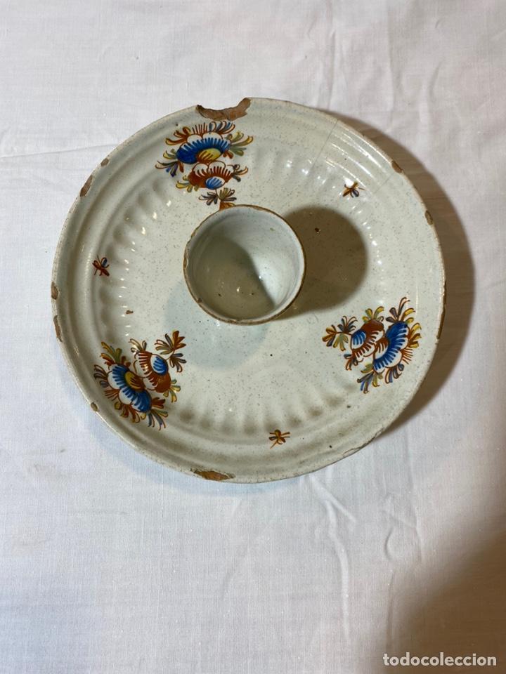 HUEVERA EN CERÁMICA DE ALCORA, SERIE FLORES NATURALISTAS, S. XVIII (Antigüedades - Porcelanas y Cerámicas - Alcora)