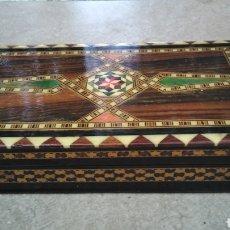 Antigüedades: ANTIGUA CAJA DE TARACEA MADERA MARQUETERÍA GRANADA. Lote 232557190