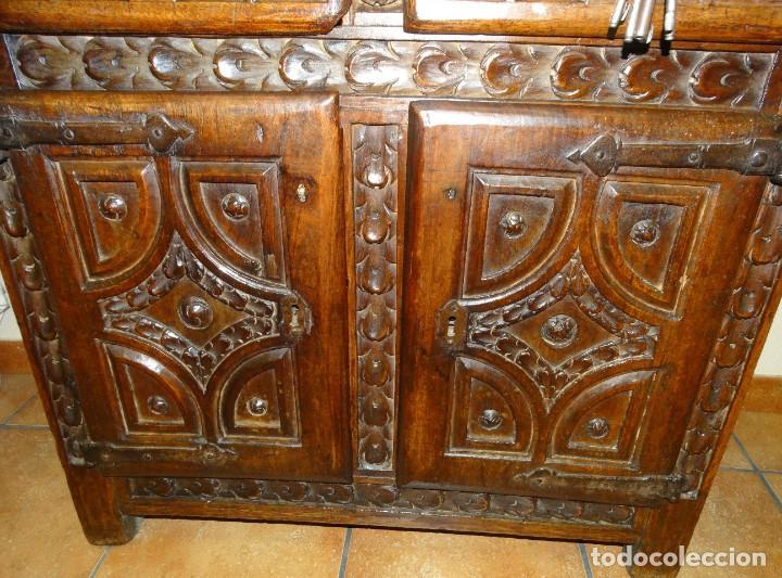 Antigüedades: BARGUEÑO S XVII CASTELLANO DE COFRADÍA DE NOGAL DE CON HERRAJES CON SU TAQUILLÓN DE NOGAL. EMBLEMA - Foto 19 - 202763360