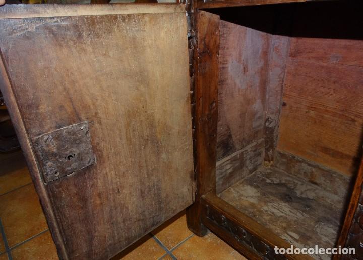 Antigüedades: BARGUEÑO S XVII CASTELLANO DE COFRADÍA DE NOGAL DE CON HERRAJES CON SU TAQUILLÓN DE NOGAL. EMBLEMA - Foto 33 - 202763360