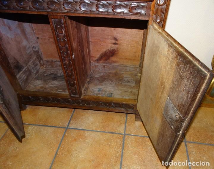Antigüedades: BARGUEÑO S XVII CASTELLANO DE COFRADÍA DE NOGAL DE CON HERRAJES CON SU TAQUILLÓN DE NOGAL. EMBLEMA - Foto 34 - 202763360