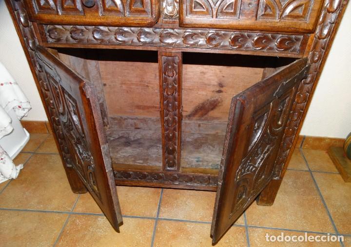 Antigüedades: BARGUEÑO S XVII CASTELLANO DE COFRADÍA DE NOGAL DE CON HERRAJES CON SU TAQUILLÓN DE NOGAL. EMBLEMA - Foto 36 - 202763360