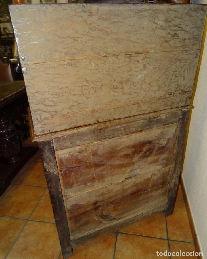 Antigüedades: BARGUEÑO S XVII CASTELLANO DE COFRADÍA DE NOGAL DE CON HERRAJES CON SU TAQUILLÓN DE NOGAL. EMBLEMA - Foto 41 - 202763360