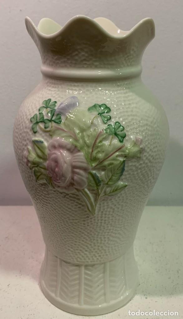 BELLEEK, JARRÓN DE PORCELANA. (Antigüedades - Porcelanas y Cerámicas - Inglesa, Bristol y Otros)