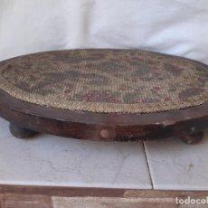 Antigüedades: BASE ANTIGUA DE MADERA Y TELA PARA FANAL OVALADO. 30 X 38 CMS. 5.5 CMS. ALTURA.. Lote 202810830