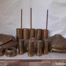 Antiguidades: CONJUNTO DE PIEZAS EN LATÓN PARA FORMAR HACHONES O VELONES DE ALTAR.. Lote 202811815
