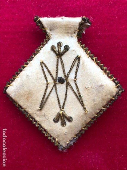 Antigüedades: Antiguo escapulario orden mercedaria. Virgen de la Merced. Bordada a mano: oro, plata y seda.S.XVIII - Foto 2 - 202870165