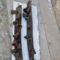 Antigüedades: ANTIGUOS CASCABELES Y CENCERROS. Lote 202870456