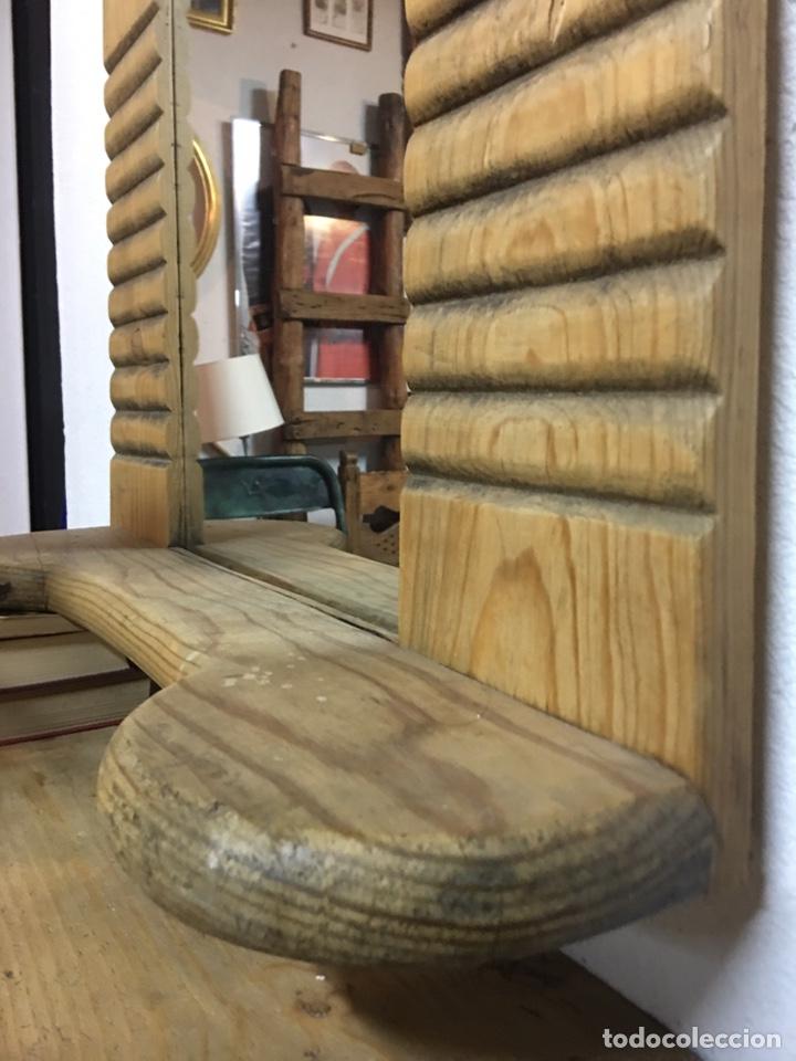 Antigüedades: Espejo rústico antiguo en madera de pino con estante y perchas en hierro s.XIX - Entrada, baño - Foto 3 - 202932360
