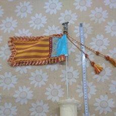 Antigüedades: BANDERA SOBRE PEANA DE MÁRMOL CON MURCIÉLAGO EN LA PUNTA BASE DE MÁRMOL. Lote 202935908