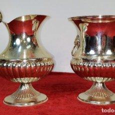 Antigüedades: SET DE JARRA Y CUBITERA. ALPACA PLATEADA. GRAN BRILLO. ESPAÑA. CIRCA 1960. Lote 202951608
