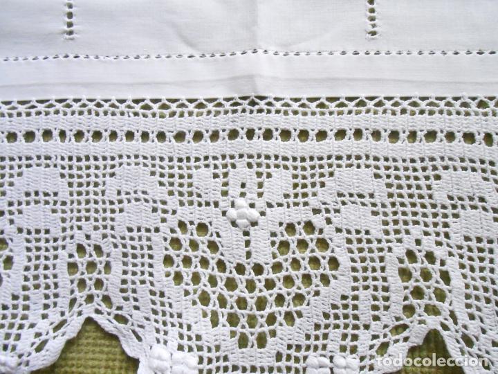 Antigüedades: Magnifico cortina antiqua.Ganchillo a mano. Blanco 50 x 125 cm.Nuevo - Foto 3 - 203049933