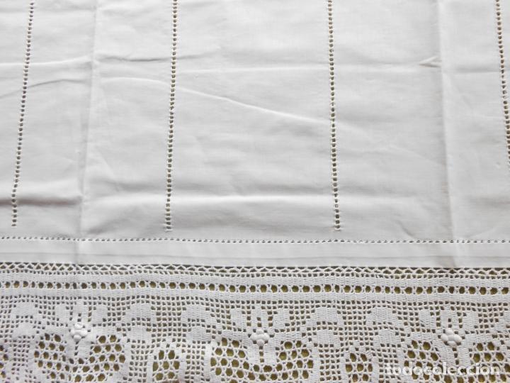 Antigüedades: Magnifico cortina antiqua.Ganchillo a mano. Blanco 50 x 125 cm.Nuevo - Foto 5 - 203049933