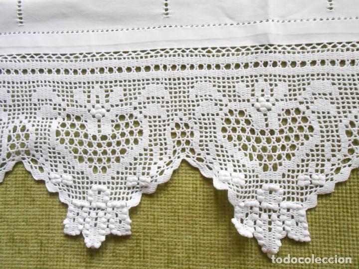 Antigüedades: Magnifico cortina antiqua.Ganchillo a mano. Blanco 50 x 125 cm.Nuevo - Foto 10 - 203049933