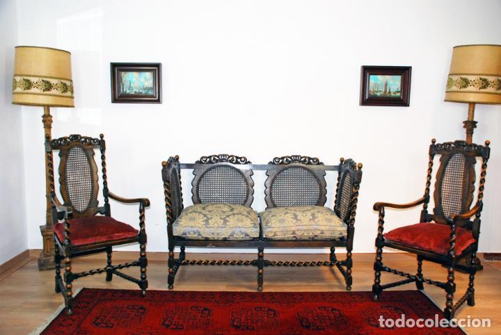 Antigüedades: Extraordinario conjunto de sillón con dos butacas a juego en madera de roble y rejilla de rattán. - Foto 2 - 203097511