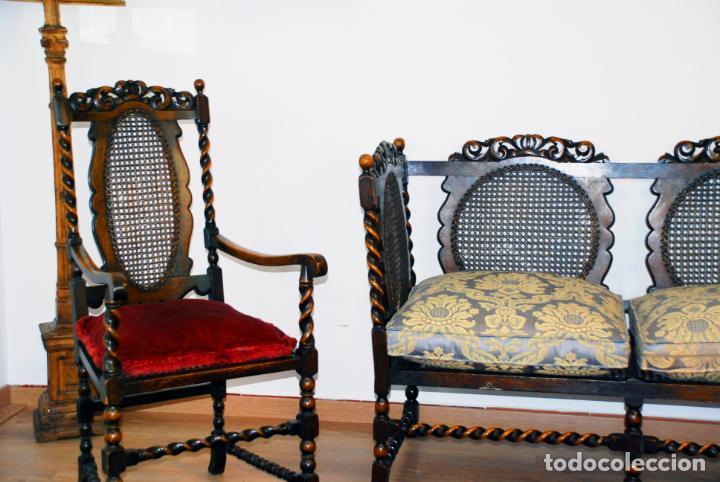 Antigüedades: Extraordinario conjunto de sillón con dos butacas a juego en madera de roble y rejilla de rattán. - Foto 5 - 203097511