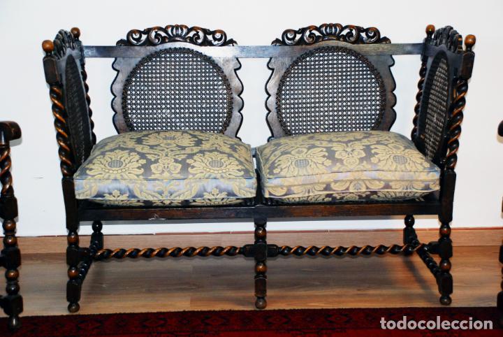 Antigüedades: Extraordinario conjunto de sillón con dos butacas a juego en madera de roble y rejilla de rattán. - Foto 11 - 203097511