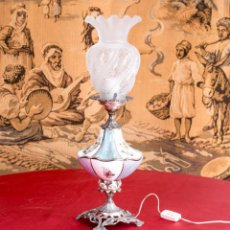 Antigüedades: LÁMPARA ANTIGUA DE PORCELANA DE SOBREMESA. Lote 203155595