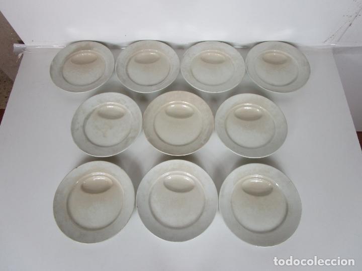 Antigüedades: Curioso Platos Antiguos - Sello Choisy le Roi - Porcelana Opaca - con Salsera Incluida - S. XIX - Foto 10 - 203172181