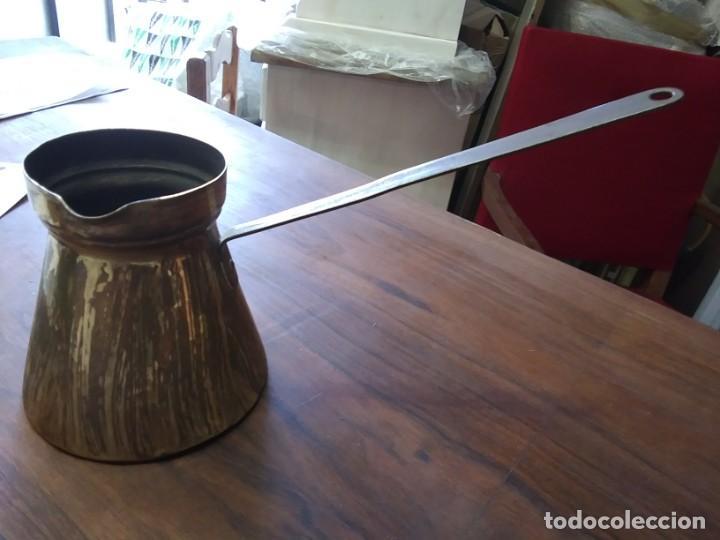 CHOCOLATERA DE LATON (Antigüedades - Técnicas - Rústicas - Utensilios del Hogar)