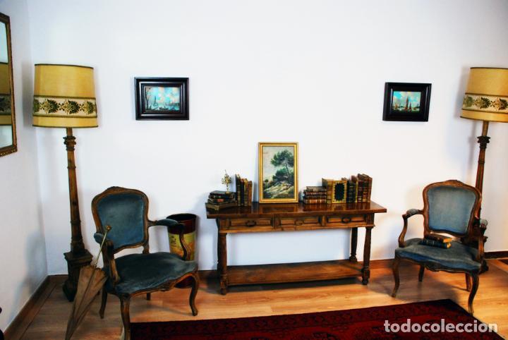 Antigüedades: Elegante conjunto de salón. Aparador en nogal macizo con cajones y dos butacas estilo Luis XV. - Foto 3 - 203198358