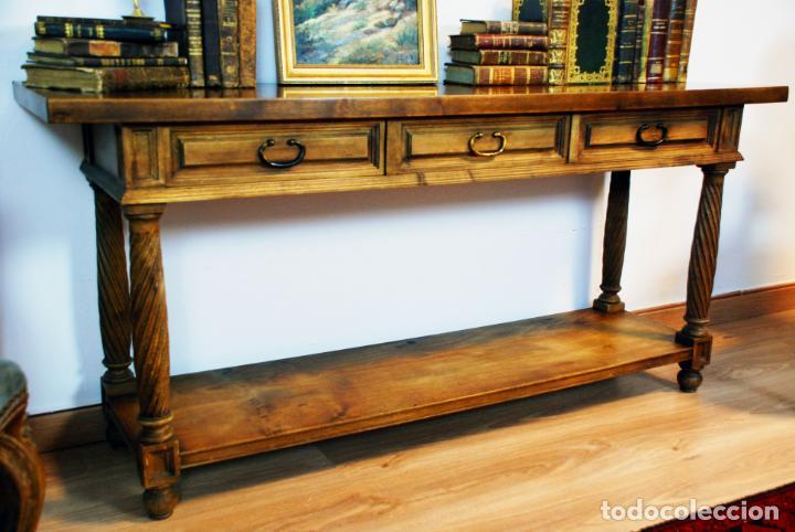 Antigüedades: Elegante conjunto de salón. Aparador en nogal macizo con cajones y dos butacas estilo Luis XV. - Foto 5 - 203198358
